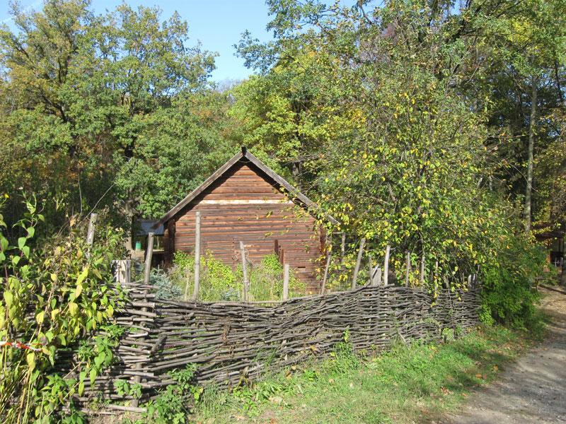 плетёная(плетень) изгородь на щёлоковском хуторе