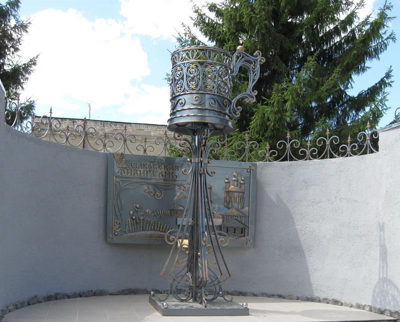 памятник подстаканнику